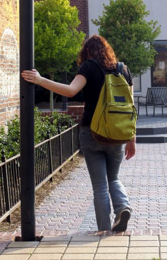 Illustrasjonsbilde: Jente med ryggsekk