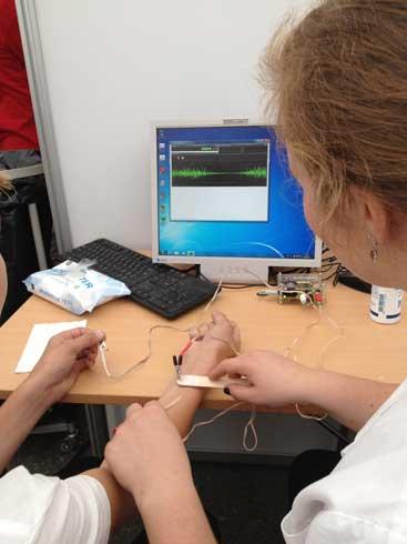 Måling av elektroniske muskelspenninger.