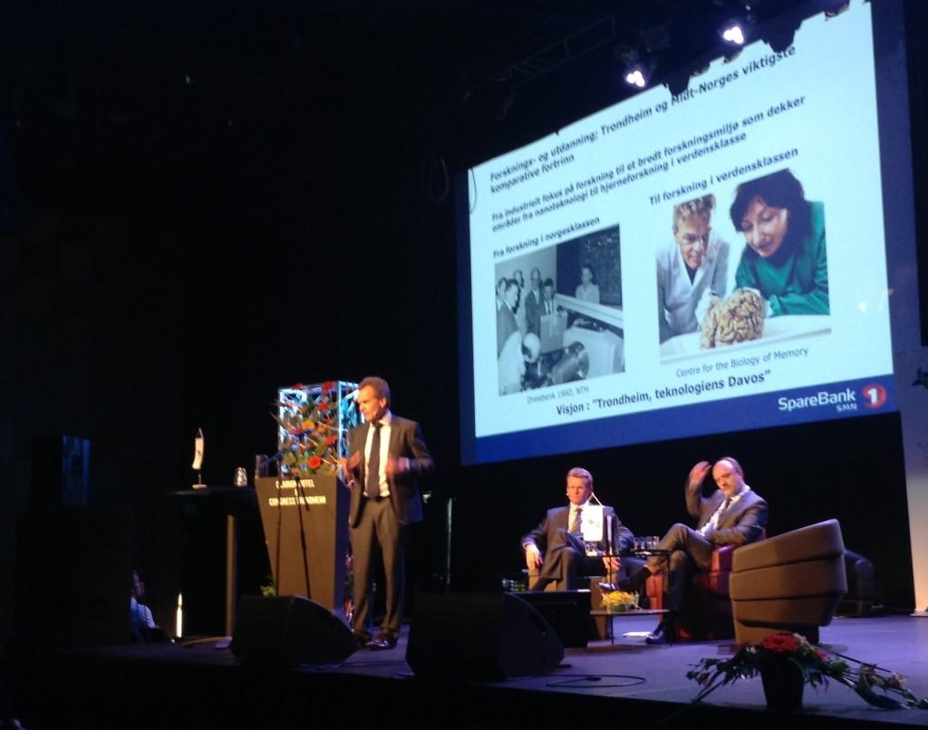 Finn Haugan fra SpareBank1SMN trakk frem May-Britt og Edvard Moser som viktige for utviklingen av regionen