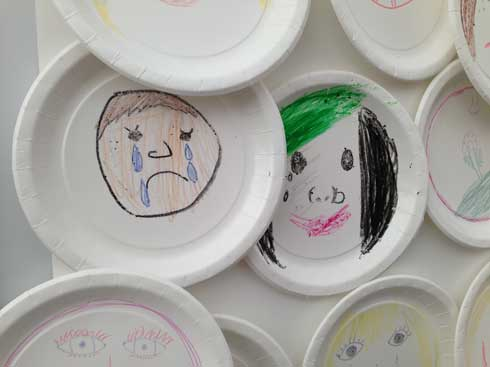 Hvordan ser du at noen ikke har det bra? Regionsenter for barn og unges psykiske helse ba de unge tegne.