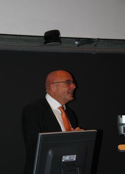 Dekan Stig Slørdahl var overlykkelig da han fant ut at begge  søknadene fra Det medisinske fakultet for Senter for Fremragende Forskning gikk gjennom.