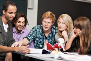 Medisinstudenter (Foto: Geir Mogen/NTNU)