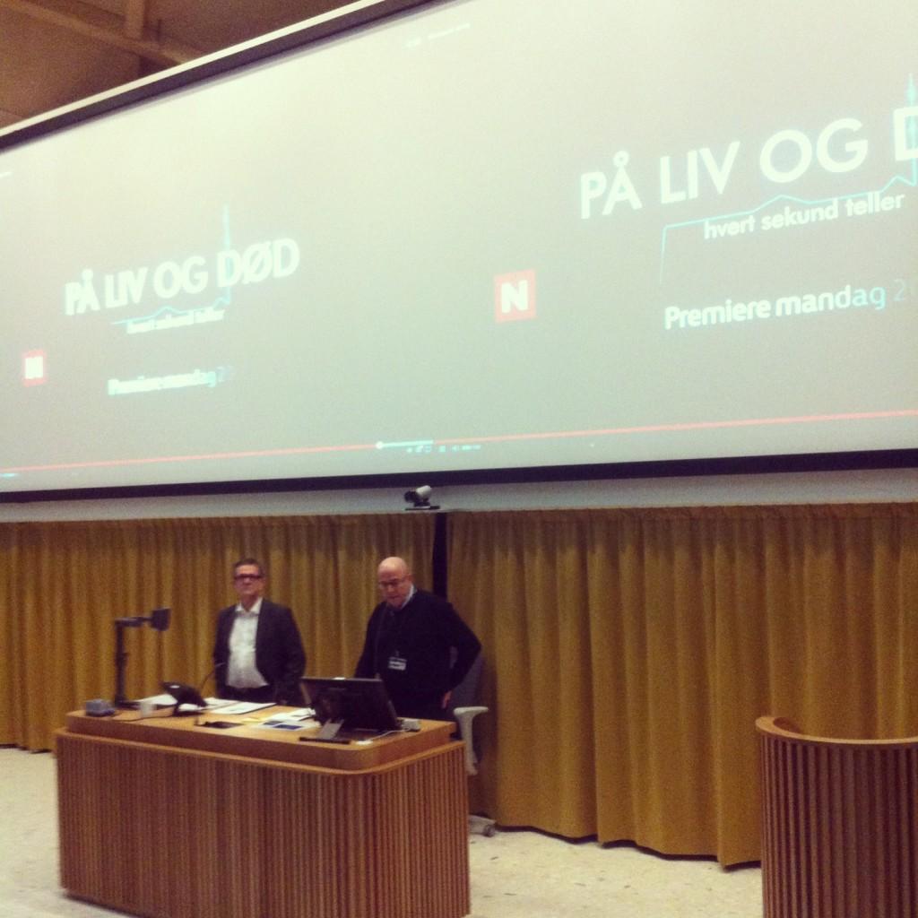 """Nils Kvernmo og Stig Slørdahl viste klipp fra TVNorge-serien """"På liv og død"""", som også er filmet på St. Olav (Foto: Karina Bjørkedal)"""