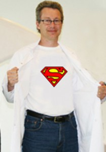 Når Ivar Skjåk Nordrum tar av  seg legefrakken blir han en #superhelt i forskningsformidling
