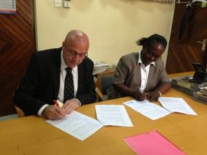 dekaner underskriver avtale