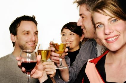 vennegjeng drikker alkohol. Foto: iStockPhoto