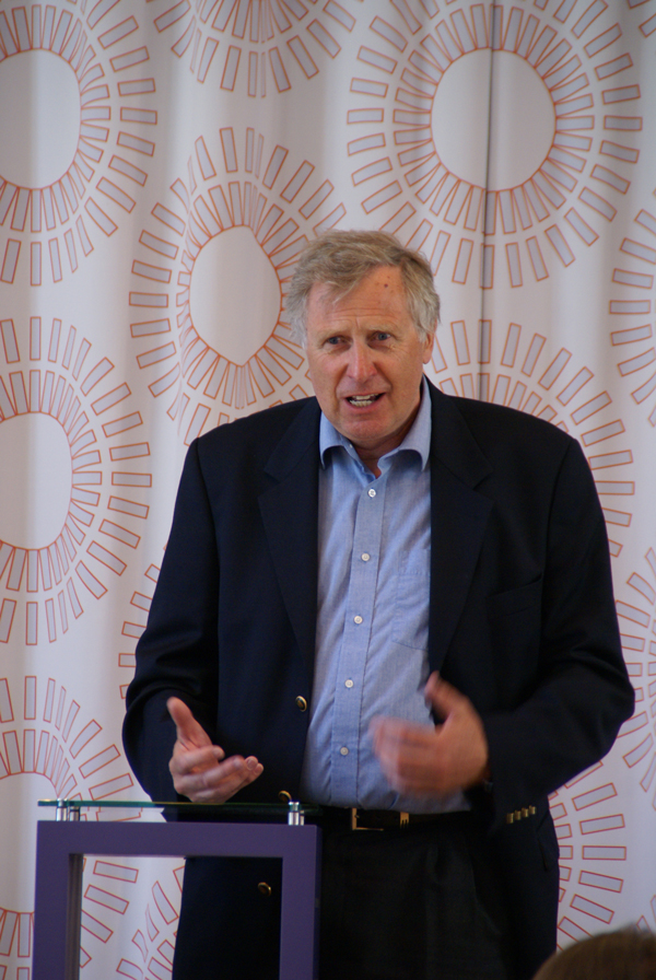 Carl Henrik Grøndahl, sjef for radioteateret i NRK, og vært med på oppbygging av Acem.