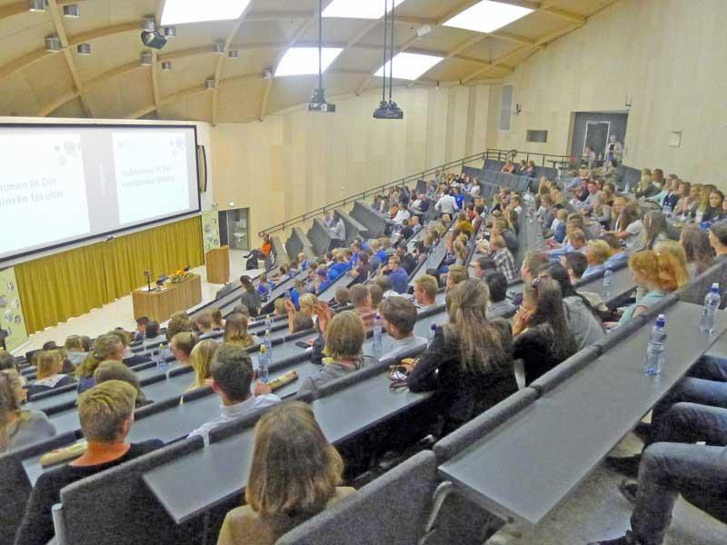 Alle studentene i auditoriet i Kunnskapssenteret