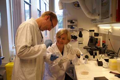 Trude Helen Flo og Magnus Steigedal ved CEMIR.