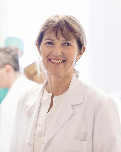 Professor Anne Vik leder TBI-gruppen som forsker på MR-teknologi og hjerneskade. Foto: Geir Mogen / NTNU