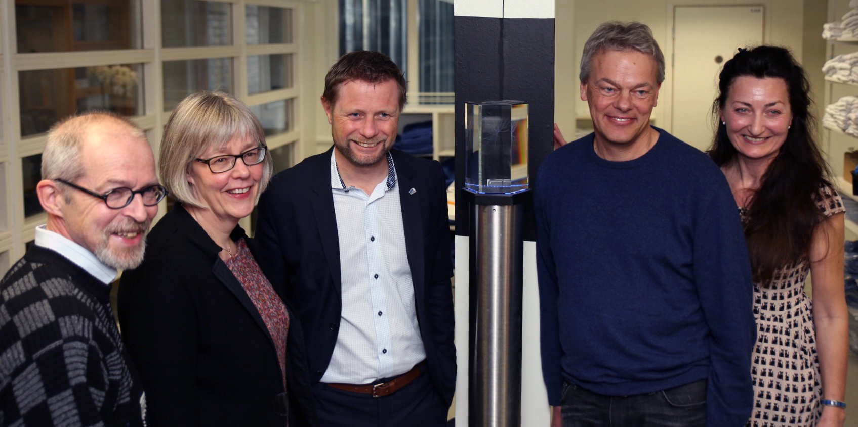 From left: Professor Menno Witter, State Secretary Anne Grethe Erlandsen, Minister of Health and Care Services Bent Høie, Professor Edvard Moser, and Professor May-Britt Moser. Photo credits: Frode Nikolaisen / St. Olavs Hospital