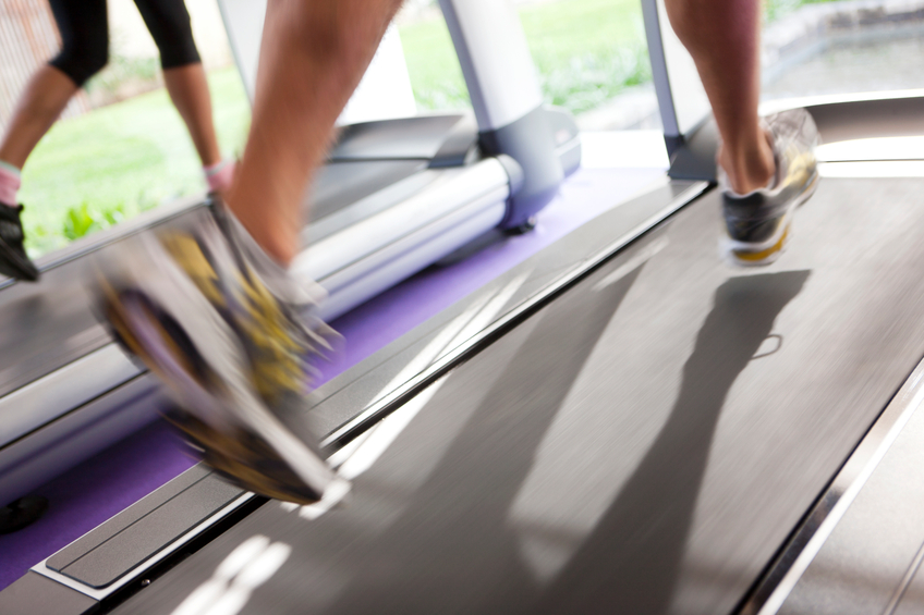 Jogging on treadmill, focus on the treadmill, blurred motion, Canon 1D mark III