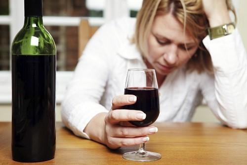 alkohol_deprimert kvinne_istock_web