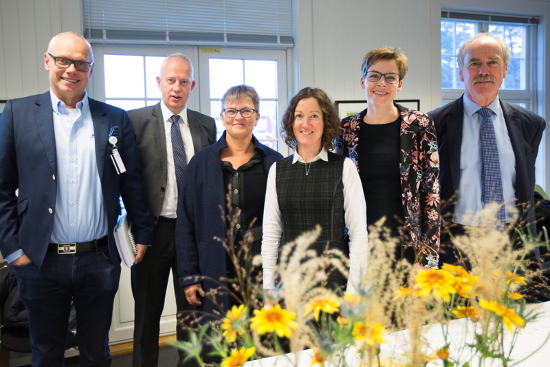 Fra venstre: Professor Glenn Haugeberg, veilederen til Brigitte, Professor Jan Kristian Damås, NTNU, administrator for disputasen Førsteamanuensis II Marit Saunes, NTNU, som ledet disputasen, Brigitte Michelsen, Senior Consultant/PhD Bente Glintborg, Gentofte and Herlev University Hospital, 2. opponent og Professor Bruce Kirkham, King's College London, 1.opponent.