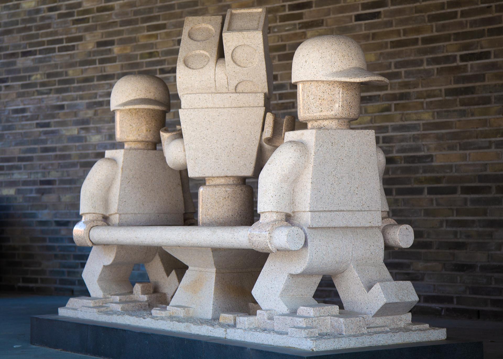 Skulptur av ambulanselegomenn