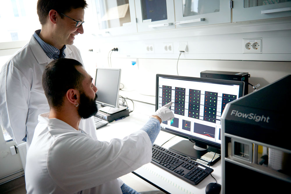 Markus og Hany på labben i Kunnskapssenteret